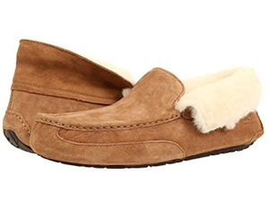 UGG Australia New With Tags Chestnut Flats