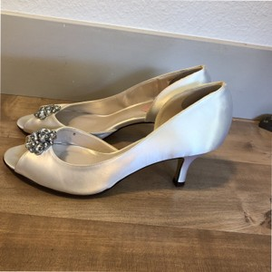 PINK Ivory W Brand. Satin Rhinestone Detail. Pumps Size US 8 Regular (M, B)