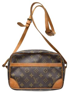 23eca33aef87 Louis Vuitton Trocadero Crossbody Bags - Up to 70% off at Tradesy