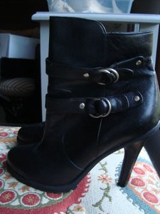 Me Too Leather Chunky Black Boots