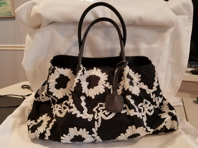 Item - Straw Embroidered Black and White Cotton Tote