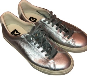 Veja silver metallic Athletic