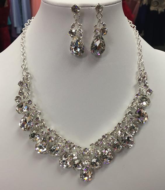 Item - Clear Crystal and Silver Necklace Jewelry Set