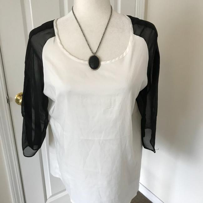 Preload https://img-static.tradesy.com/item/24255837/renee-c-white-black-blouse-size-8-m-0-2-650-650.jpg
