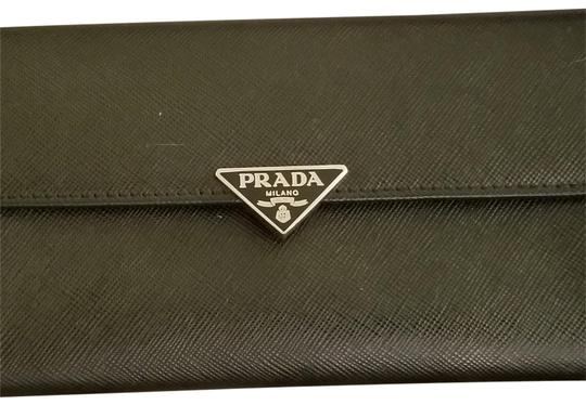 Preload https://img-static.tradesy.com/item/24255928/prada-black-leather-wallet-0-7-540-540.jpg