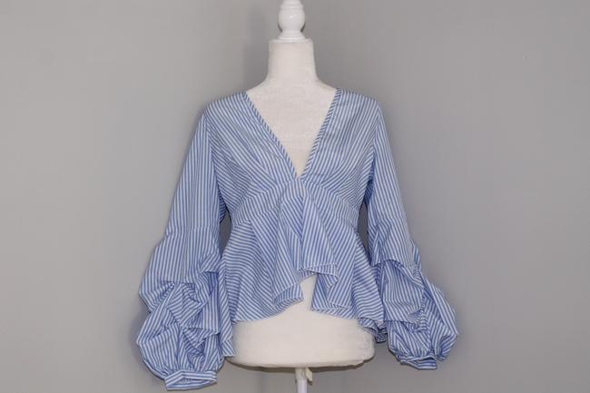 Preload https://img-static.tradesy.com/item/24255982/blue-white-striped-longsleeve-puff-sleeve-blouse-size-8-m-0-0-650-650.jpg