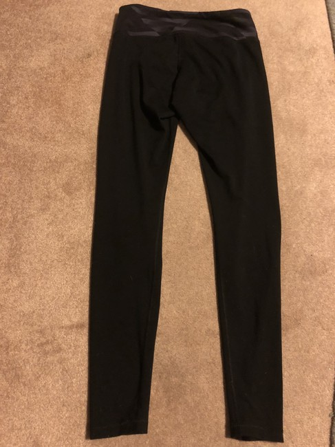 Preload https://img-static.tradesy.com/item/24256070/old-navy-black-active-fitted-by-activewear-bottoms-size-8-m-29-30-0-2-650-650.jpg