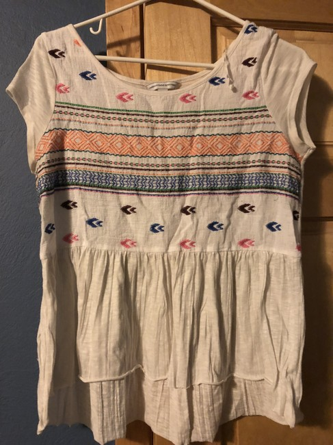 Preload https://img-static.tradesy.com/item/24256088/american-eagle-outfitters-white-with-pattern-tunic-size-8-m-0-2-650-650.jpg