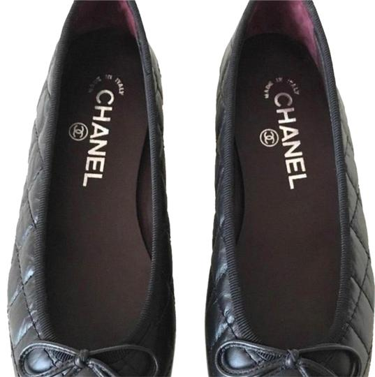 Preload https://item4.tradesy.com/images/chanel-black-leather-quilted-cap-toe-ballerinas-flats-size-eu-385-approx-us-85-regular-m-b-24256293-0-5.jpg?width=440&height=440