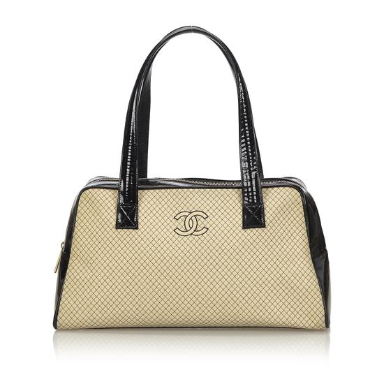Preload https://img-static.tradesy.com/item/24256489/chanel-quilted-brown-fabric-x-wool-x-leather-x-patent-leather-shoulder-bag-0-0-540-540.jpg
