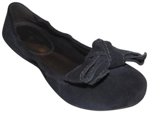 The Original Car Shoe Mint Condition Plastic Tread Sole Bow Accent Elastic/Stretch Back indigo blue suede Flats