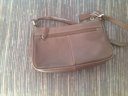 Preload https://img-static.tradesy.com/item/24259553/tignanello-trademark-stitched-inside-chocolate-brown-leather-shoulder-bag-0-2-540-540.jpg