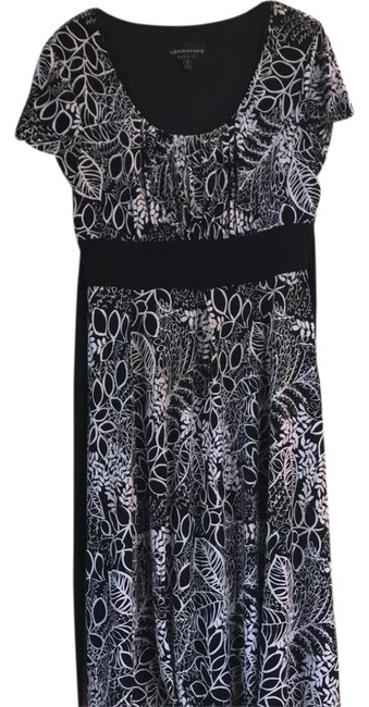 Preload https://img-static.tradesy.com/item/24259653/connected-apparel-black-and-white-comfortable-non-wrinkle-short-casual-dress-size-10-m-0-3-650-650.jpg