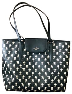 Coach Tote in Black/ White flowers