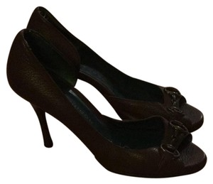 London Fog brown with brass Pumps