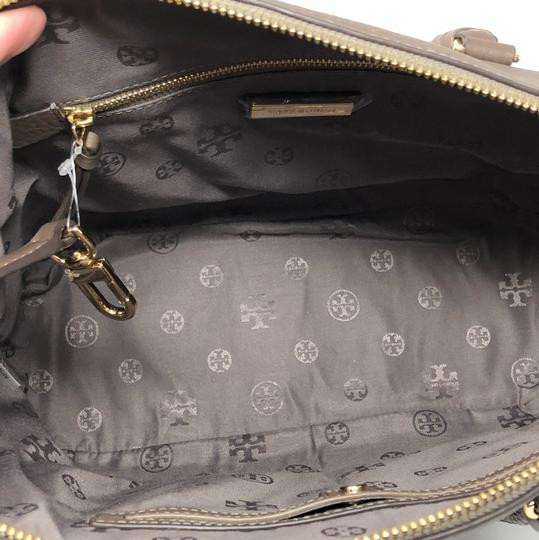 Tory Burch Satchel in silver maple Image 5