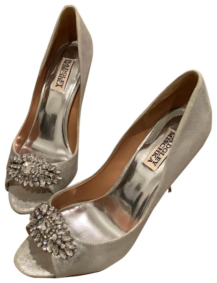 fdc12942d26 Badgley Mischka Silver Heels Formal Shoes Size US 8 Regular (M