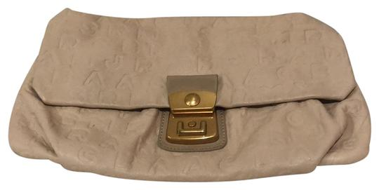 Preload https://img-static.tradesy.com/item/24261315/marc-by-marc-jacobs-cream-leather-clutch-0-3-540-540.jpg