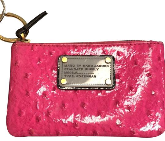 Preload https://img-static.tradesy.com/item/24262448/marc-jacobs-by-coin-purse-pink-wristlet-0-3-540-540.jpg