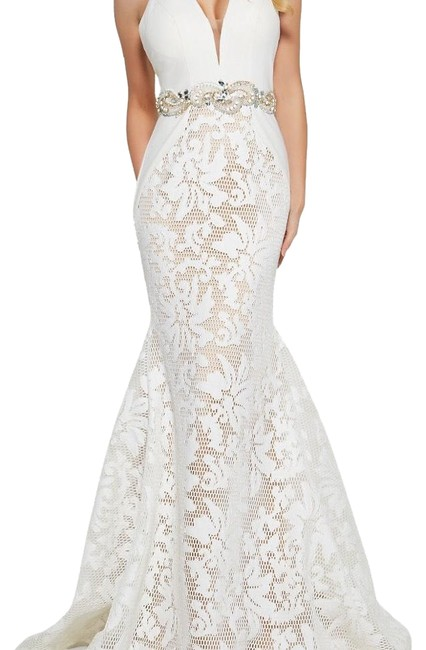 Preload https://img-static.tradesy.com/item/24263059/mac-duggal-couture-white-flawless-long-formal-dress-size-4-s-0-3-650-650.jpg