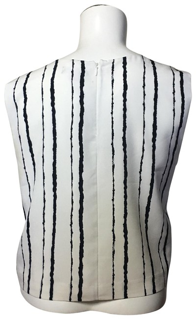Preload https://img-static.tradesy.com/item/24263996/vince-camuto-white-and-black-blouse-size-4-s-0-6-650-650.jpg