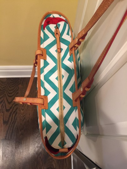 Dooney & Bourke Tote in white/teal Image 4