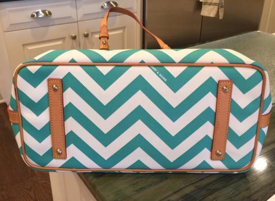 Dooney & Bourke Tote in white/teal Image 5