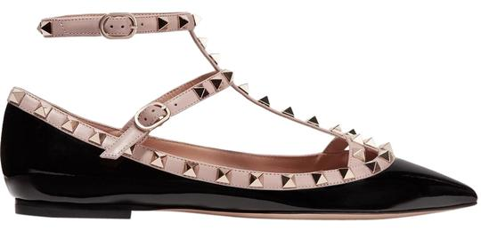 Preload https://img-static.tradesy.com/item/24264827/valentino-black-and-poudre-rockstud-patent-leather-caged-flats-size-eu-38-approx-us-8-regular-m-b-0-3-540-540.jpg