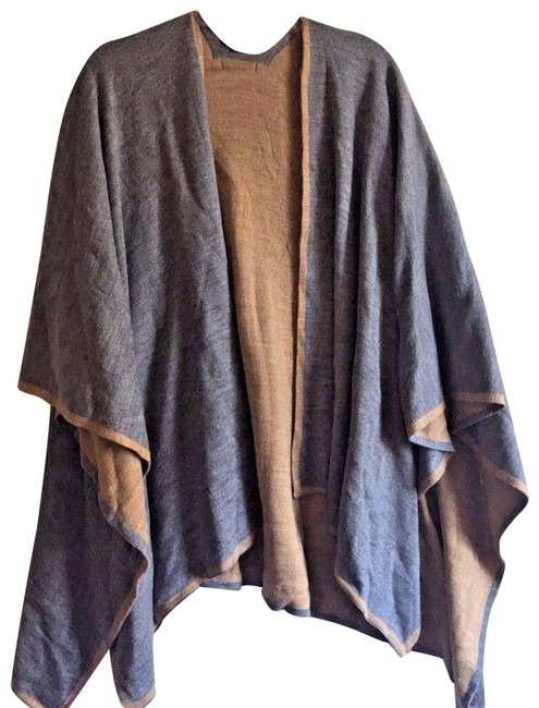Item - Gray/Beige Tipped Knit Reversible Poncho/Cape Size OS (one size)