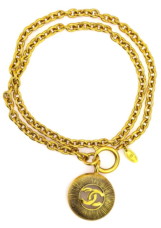 b4d8f0b9d7f Chanel CC Medallion Pendant On Oval Chain Link Vintage Accessory Necklace  Image 4. 12345