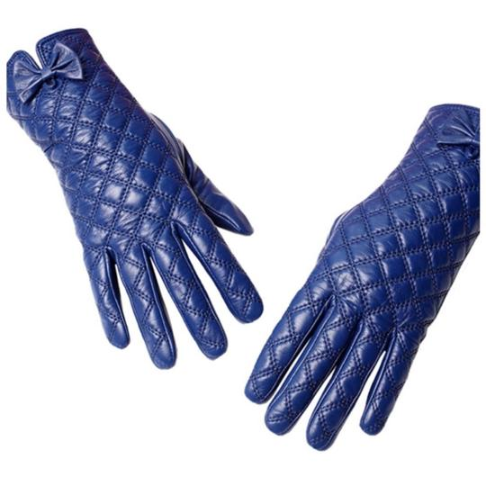 Preload https://img-static.tradesy.com/item/24267782/blue-the-ashley-leather-quilted-gloves-c16-size-85-0-0-540-540.jpg