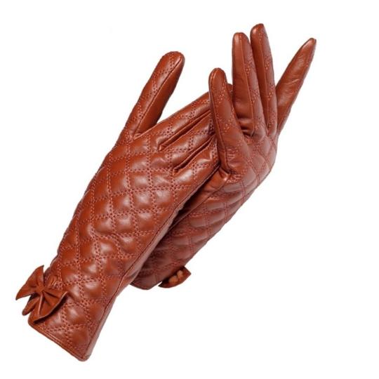 Preload https://img-static.tradesy.com/item/24267813/brown-the-ashley-leather-quilted-gloves-c16-size-65-0-0-540-540.jpg