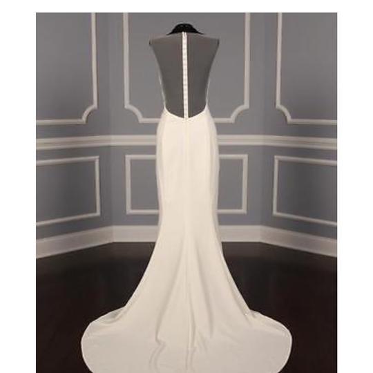Amsale Ivory This Heather A672 Is Definitely A Show Stopper It's Made Of Silk Crepe and Has A Fit Flare It's A Feminine Wedding Dress Size 8 (M)