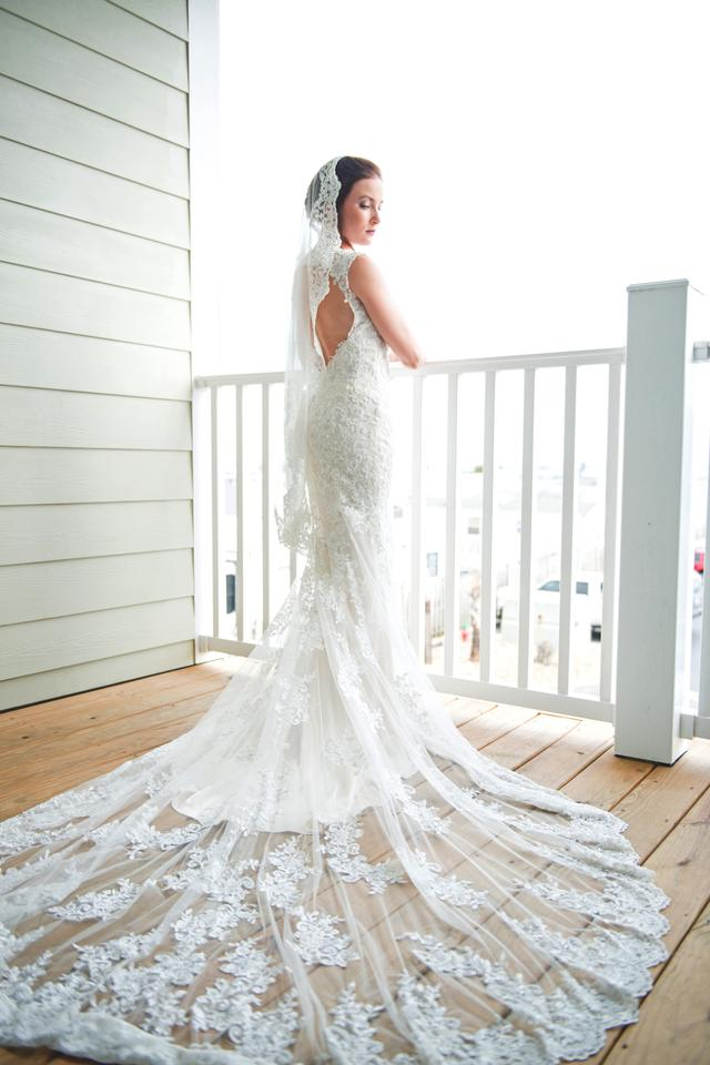 Maggie Sottero Collins Ivory With Champagne Underlay Lace Feminine Wedding Dress Size 4 S 50 Off Retail