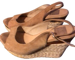 Dolce Vita tan and gold Wedges