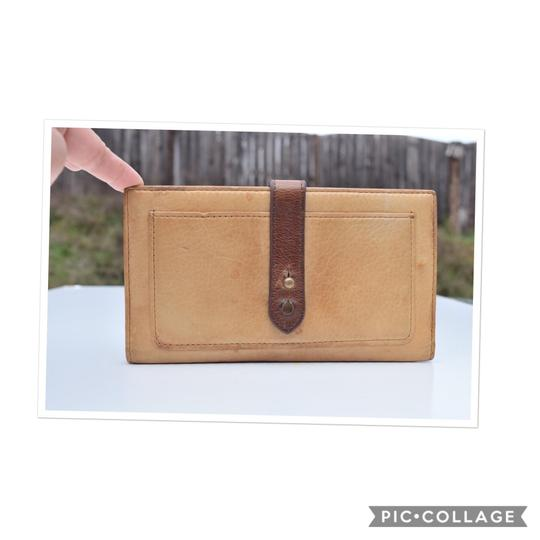 Preload https://img-static.tradesy.com/item/24271230/cynthia-rowley-beigebrown-leather-wallet-0-0-540-540.jpg