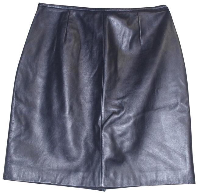 Preload https://img-static.tradesy.com/item/24271537/lord-and-taylor-black-leather-a-line-size6p-skirt-size-petite-6-s-0-3-650-650.jpg