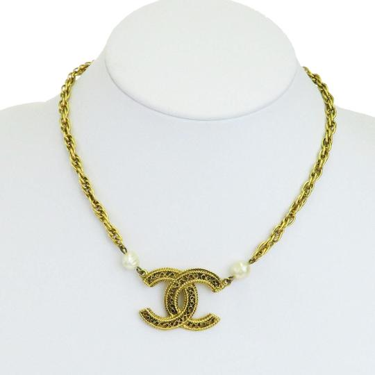 Preload https://img-static.tradesy.com/item/24272011/chanel-gold-cc-logos-chain-imitation-pearl-gold-tone-necklace-0-3-540-540.jpg