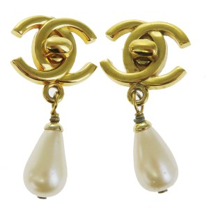 Chanel CHANEL CC Imitation Pearl Earrings Gold-tone Clip-On 96P France