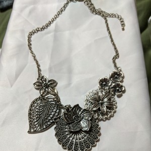 Juicy Couture Flower necklace