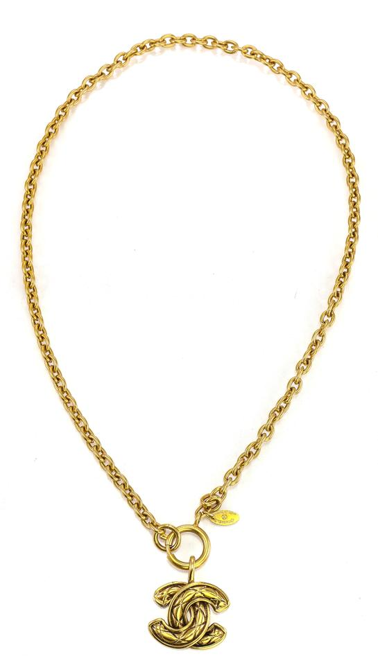 c5576be8ba6 Chanel * Gold Tone Vintage Cc Timeless Quilted Textured Pendant On Long  Oval Link Chain N Necklace