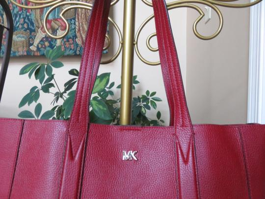 Michael Kors Mk Signature Pebbled Leather Large Gold-tone Hardware Tote in Maroon Image 1