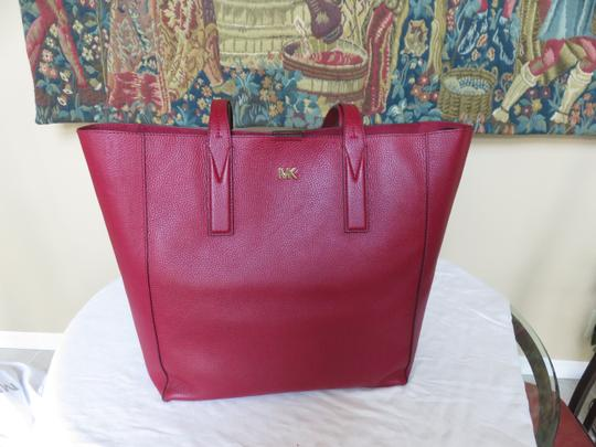 Michael Kors Mk Signature Pebbled Leather Large Gold-tone Hardware Tote in Maroon Image 7