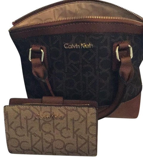Preload https://img-static.tradesy.com/item/24278159/calvin-klein-collection-nwot-mini-with-wallet-browncarmelgold-toned-hardware-leather-and-man-made-up-0-3-540-540.jpg