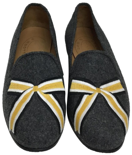 Preload https://img-static.tradesy.com/item/24278448/stubbs-and-wootton-grey-slippers-with-yellow-gold-bow-embroidery-flats-size-us-9-regular-m-b-0-5-540-540.jpg