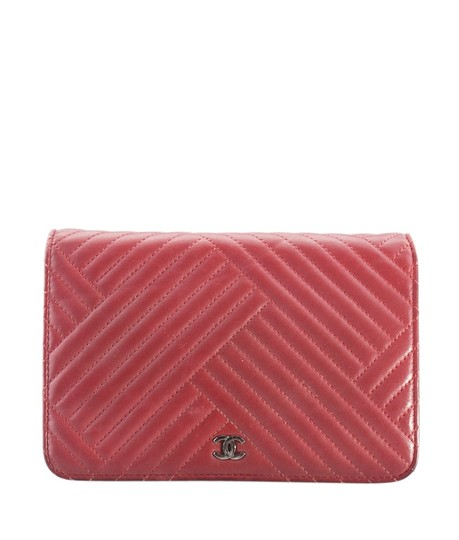 Preload https://img-static.tradesy.com/item/24281322/chanel-wallet-on-chain-159992-red-leather-cross-body-bag-0-0-540-540.jpg