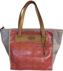 Fossil Keyper Leather Tote in Red dove gray print