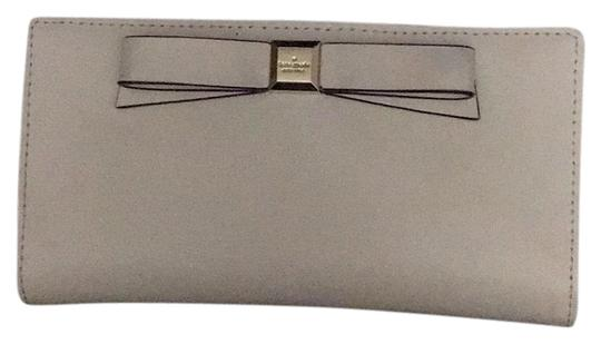 Preload https://img-static.tradesy.com/item/24287339/kate-spade-beige-bow-wallet-0-3-540-540.jpg