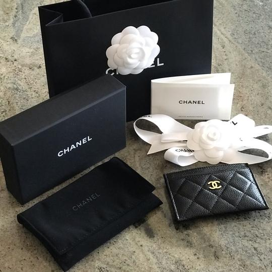 Chanel Classic Cardholder Wallet in Caviar and Gold Hardware Image 3