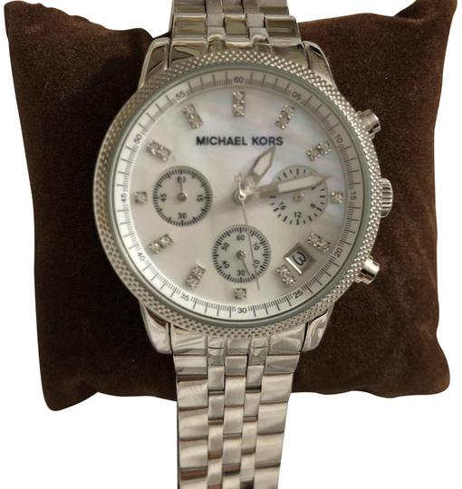 Preload https://img-static.tradesy.com/item/24287649/michael-kors-silver-mother-of-pearl-watch-0-3-540-540.jpg